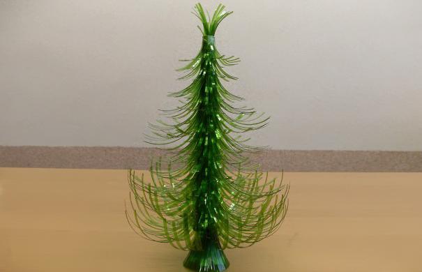 Очаровательная новогодняя елочка из пластиковой бутылки