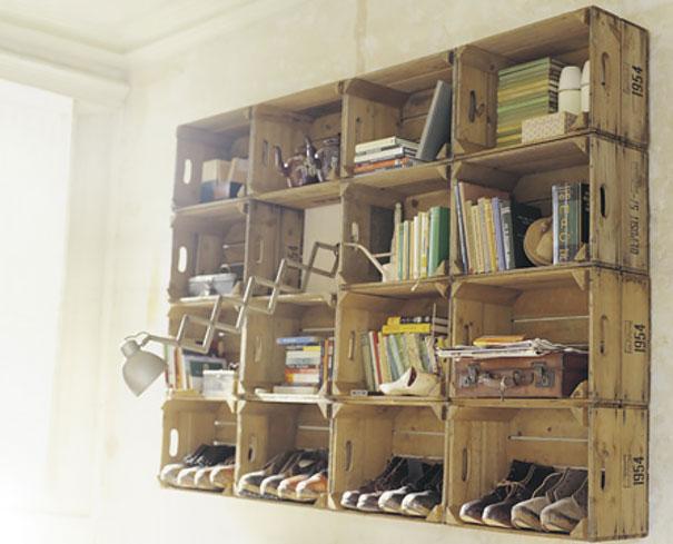Навесные полки для книг и обуви из старых деревянных ящиков