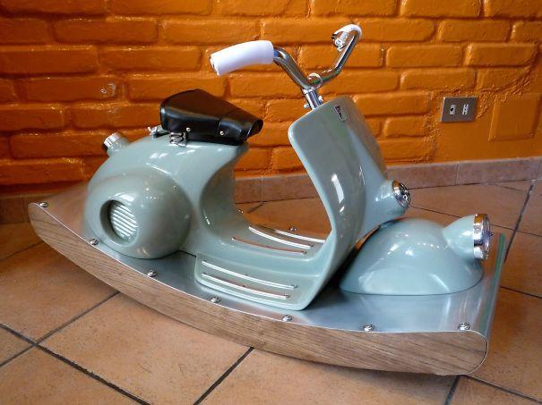 Аналог детской напольной лошадки-качалки из винтажного скутера