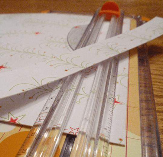 Как делать трендовые шишки из ткани и бумаги - работаем с бумагой: нарезаем на полоски