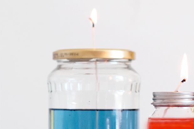 Как сделать цветную уличную «лампу»-свечу из банки