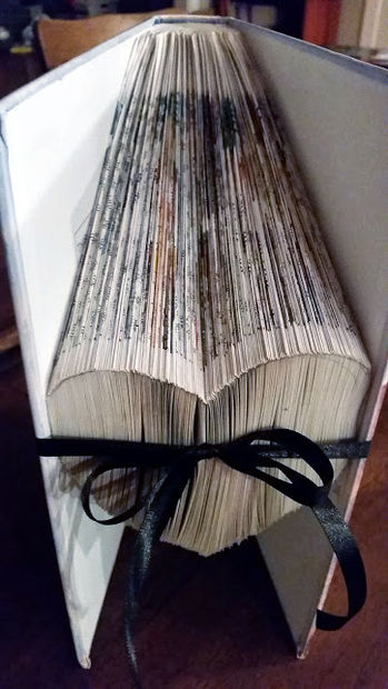 Как складывать страницы книг в предметы и буквы: новый вид искусства. Вертикальное складывание, сердце пошагово в картинках.
