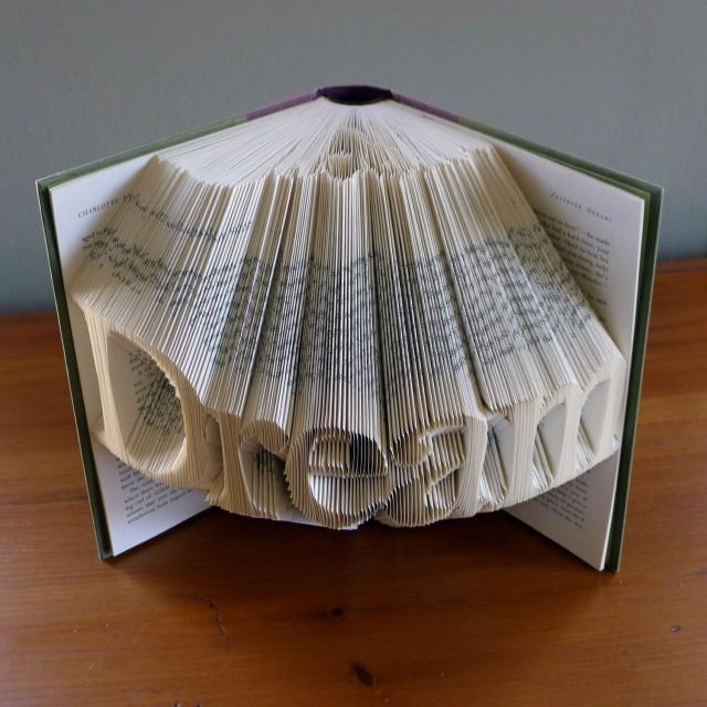 """Сгибаем страницы книг в фигуры: надпись """"мечта"""""""