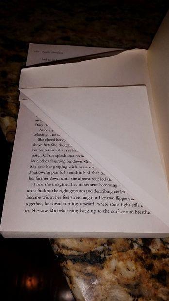 Сгибы при этом делайте надежные, чтобы, когда вы отпустите бумагу, согнутые части страниц не поднимались вверх