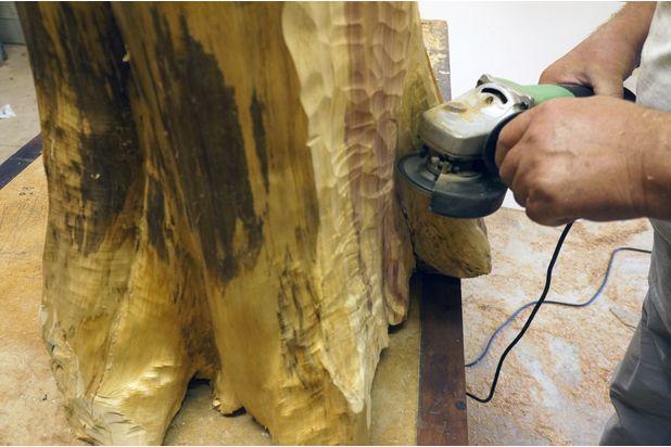 обработка корней пня угловой шлифовальной машинкой