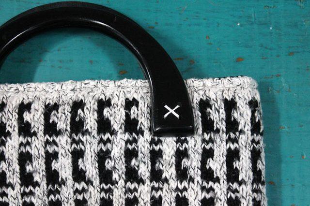 Как сшить современную элегантную сумку из ненужного свитера