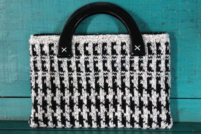 Готовая сумка из свитера или чехол для планшета своими руками