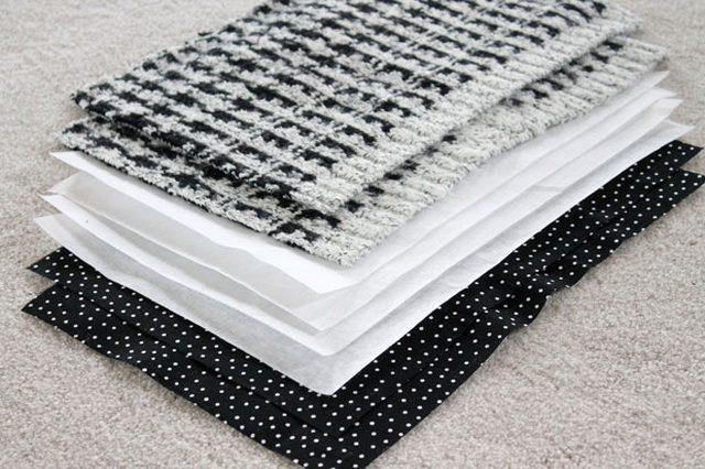 2 детали из свитера (спереди одной у вас будет шов из п. 3), 4 детали из плотной ткани и 2 детали из подкладочной ткани