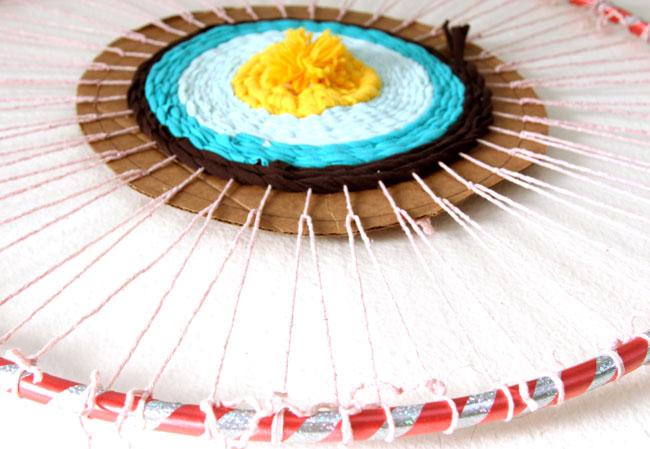 Каждый цвет старайтесь заканчивать на полном круге, чтобы ковер потом смотрелся более ровно и гармонично