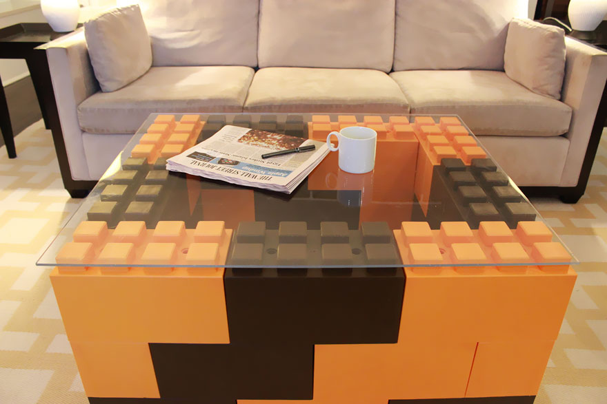 Как выглядят самые необычные и креативные столы в мире - столы из гигантских деталей EverBlock на манер Лего
