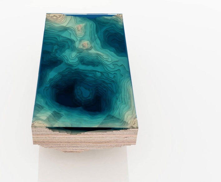 """Как выглядят самые необычные и креативные столы в мире - """"Бездна"""", слои дерева и стекла, напоминающие океанские глубины"""