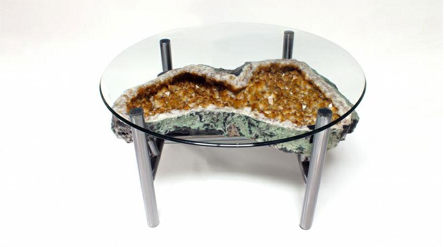 Как выглядят самые необычные и креативные столы в мире - стол из огромного цитрина
