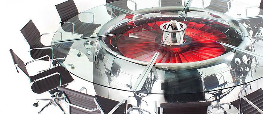 Как выглядят самые необычные и креативные столы в мире - стол из самолетной турбины
