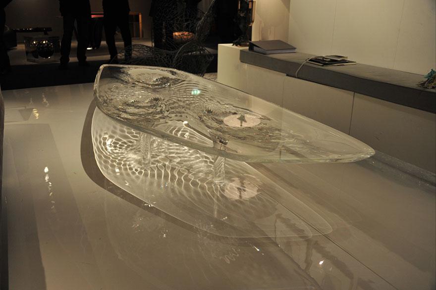 """Как выглядят самые необычные и креативные столы в мире - """"застывший лед"""", будто течет вода"""
