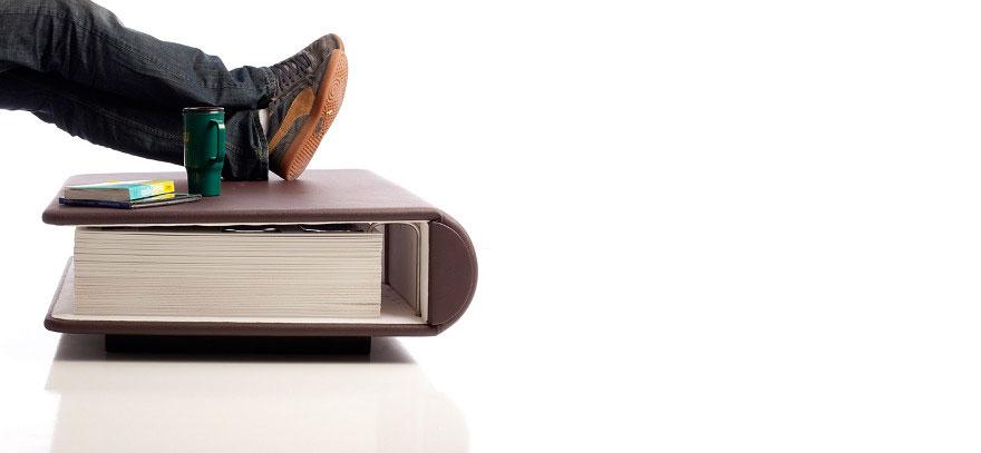 Как выглядят самые необычные и креативные столы в мире - кофейный столик в виде функционального фотоальбома