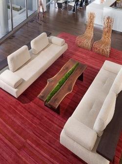 Как выглядят самые необычные и креативные столы в мире - стол с полоской травы для кошек посередине