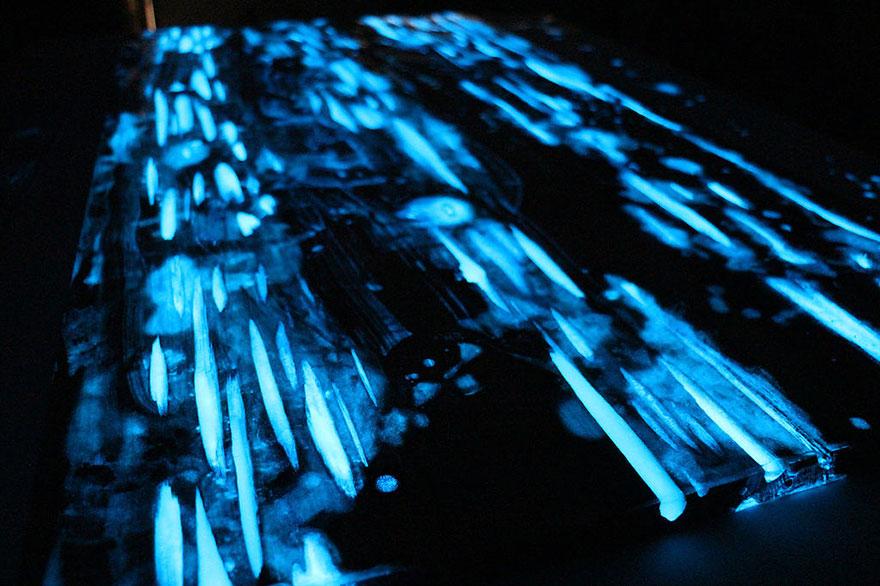 Как выглядят самые необычные и креативные столы в мире - светящийся стол, в темноте