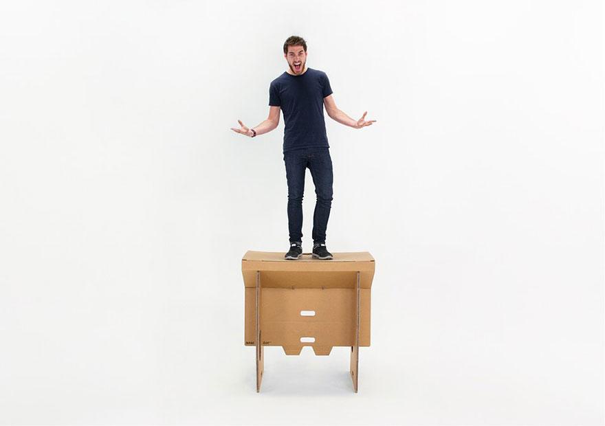 Как выглядят самые необычные и креативные столы в мире - складной стол из прочного картона, выдерживает вес взрослого человека