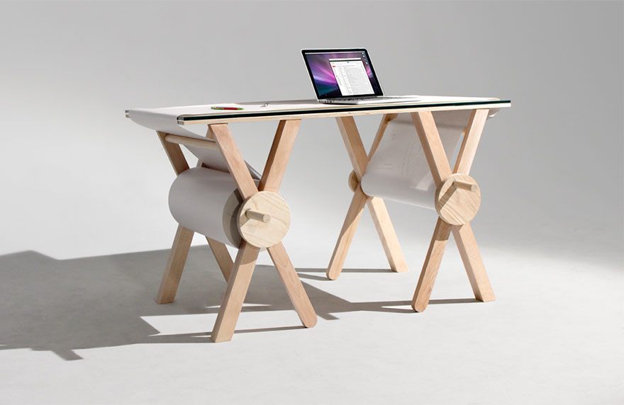 Как выглядят самые необычные и креативные столы в мире - стол с прокручивающейся на нем бумагой для записей