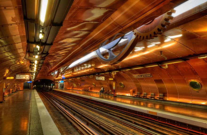Батискаф - «Станция декоративно-прикладного искусства» (Arts Et Métiers) – Париж, Франция