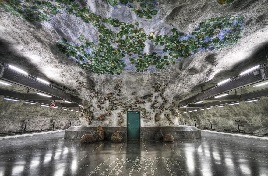 Метростанция «Водяные лилии» (Näckrosen) – Стокгольм, Швеция