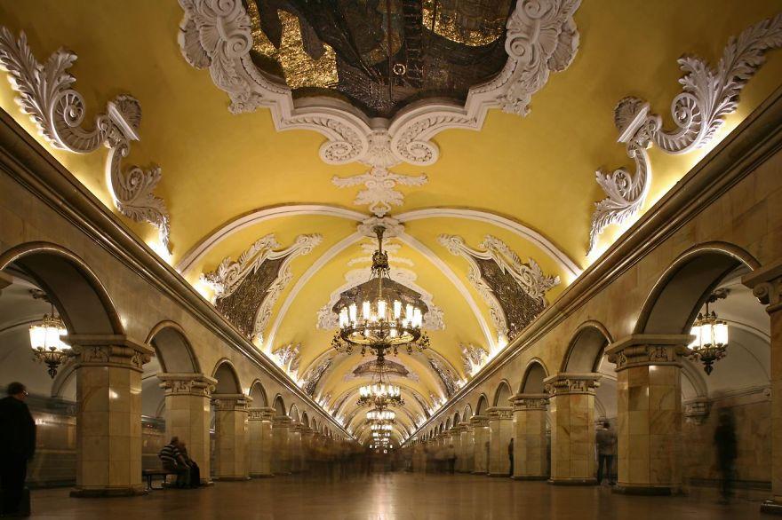 Как выглядят 30+ самых красивых станций метро в мире - Комсомольская, Москва, Россия