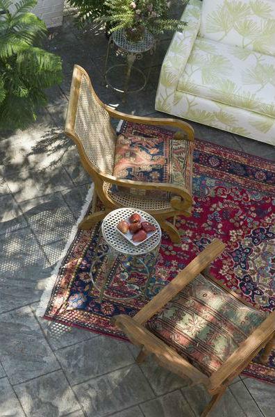 терраса, веранда, патио - ковер плетеное кресло столик диван