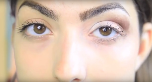 Теперь остается только немного растушевать тени чистой кистью – и вуаля (глаз справа - до растушевывания)