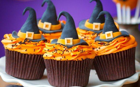 Как накрыть страшно вкусный стол на Хэллоуин: декорируем кексы – шляпы ведьм