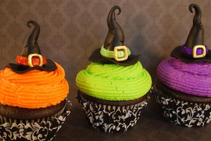 Как накрыть страшно вкусный стол на Хэллоуин: декорируем кексы – шляпы ведьм из жидкого шоколада