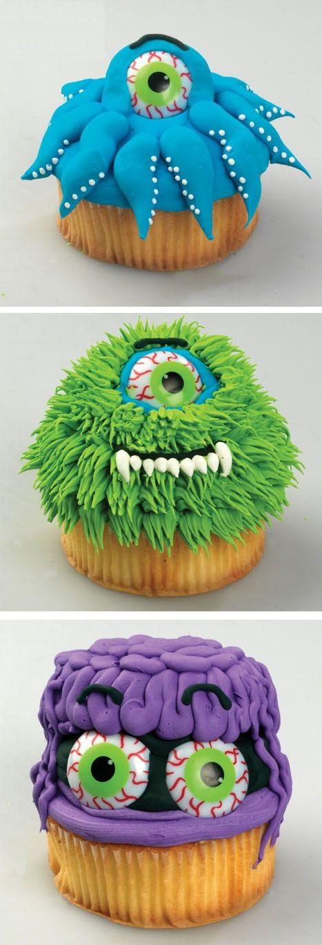 Как накрыть страшно вкусный стол на Хэллоуин: декорируем кексы – монстры из мастики с помощью кулинарного мешка