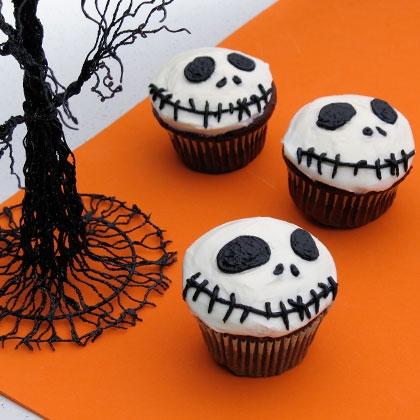 Как накрыть страшно вкусный стол на Хэллоуин: декорируем кексы – Джек Скеллингтон, Тыквенный Король Хэллоуинтауна, плоское лицо