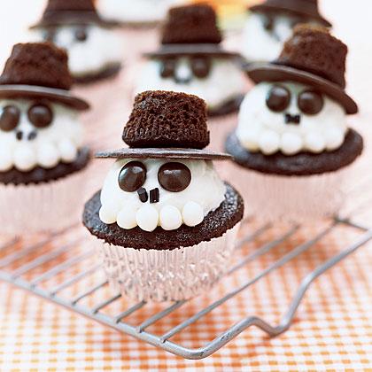 Как накрыть страшно вкусный стол на Хэллоуин: декорируем кексы – Джек Скеллингтон, Тыквенный Король Хэллоуинтауна, объемный, голова со шляпой