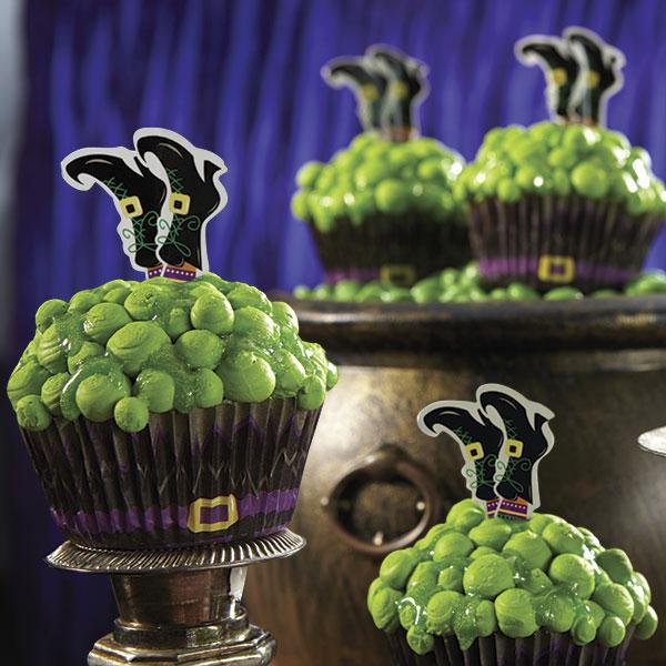 Как накрыть страшно вкусный стол на Хэллоуин: декорируем кексы/маффины/капкейки – ведьма, упавшая в свой котел, торчашие из крема ноги из бумаги