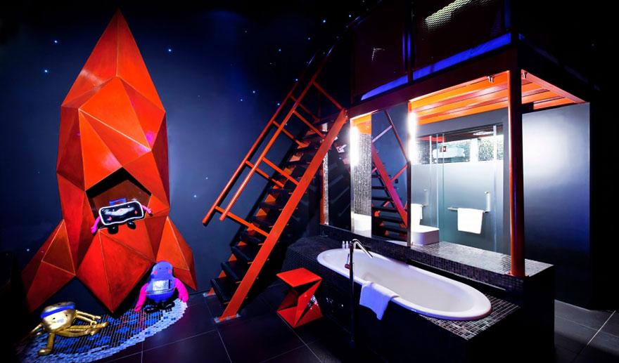 Самые необычные отели мира: номера с космической тематикой в отеле «Уандерласт» (Wanderlust Hotel), Сингапур
