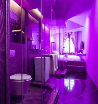 Самые необычные отели мира: номера с космической тематикой в отеле «Уандерласт» (Wanderlust Hotel), Сингапур, подсветка в ванной