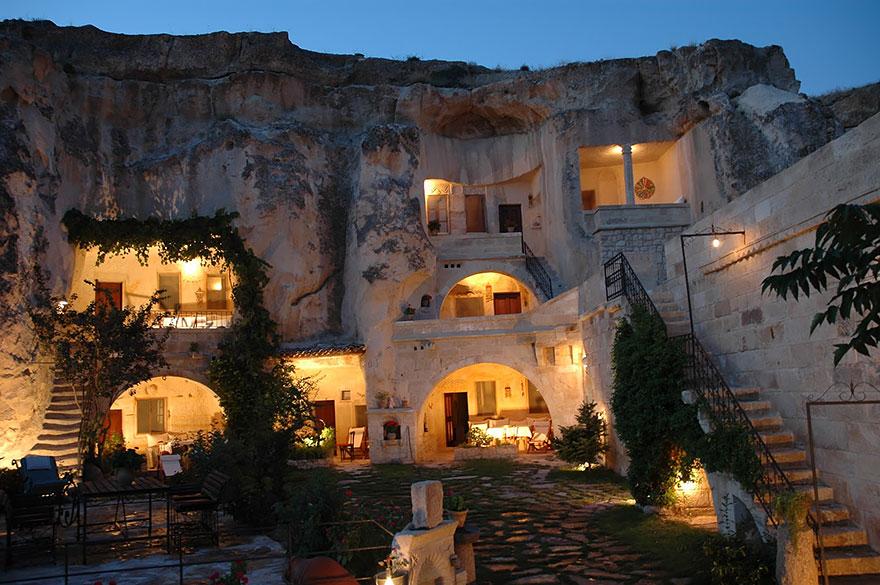 Отель «Труба фей» (Fairy Chimney), Турция, вырезанный в скале
