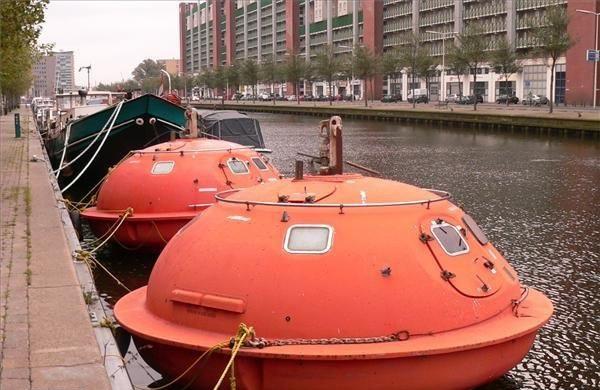 Самые необычные отели мира: номера в спасательных ботах, Гаага