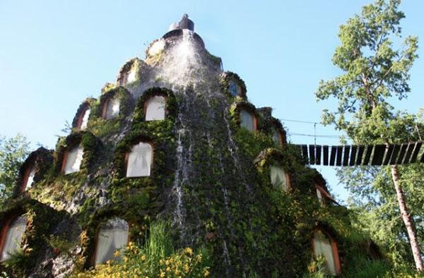 """Отель """"Волшебный вулкан"""" «Montana Magica Lodge», Чили - водопад"""