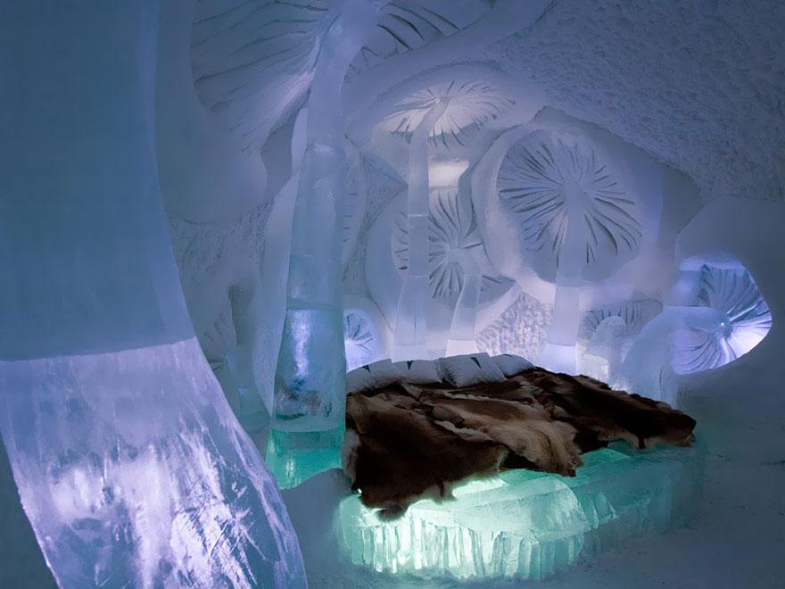 «Ледяной отель» (Ice Hotel), Юккасъярви, Швеция - номер в стиле ледяной грибницы