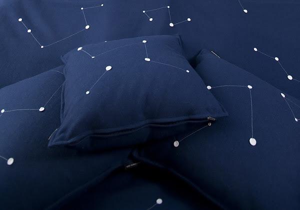 Номер-корабль пришельцев «The Ufo» отеля «Treehotel», Харадс, Швеция - постельное белье со светящимися в темноте созвездиями