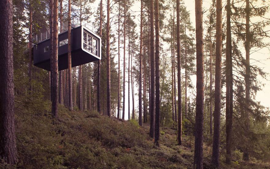 Номер-кабина над обрывом отеля «Treehotel», Харадс, Швеция
