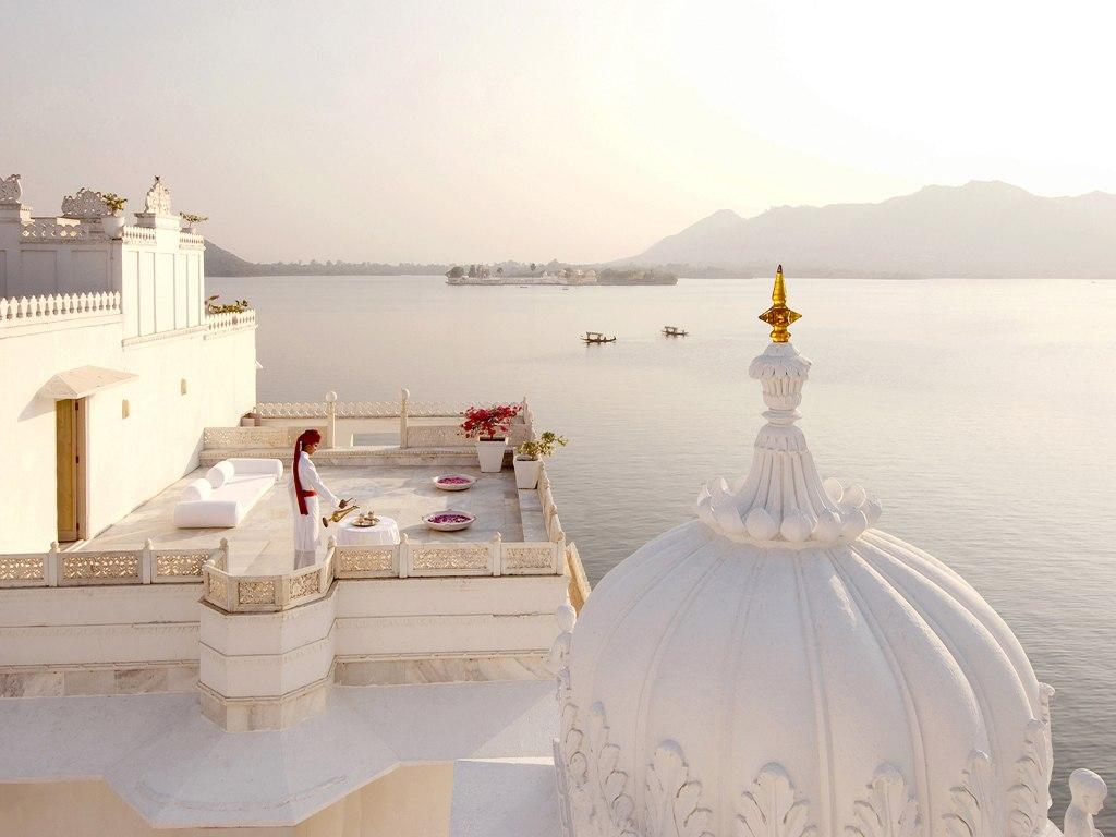 Самые необычные отели мира: пятизвездочный отель «Тадж Лейк Палас» в Индии