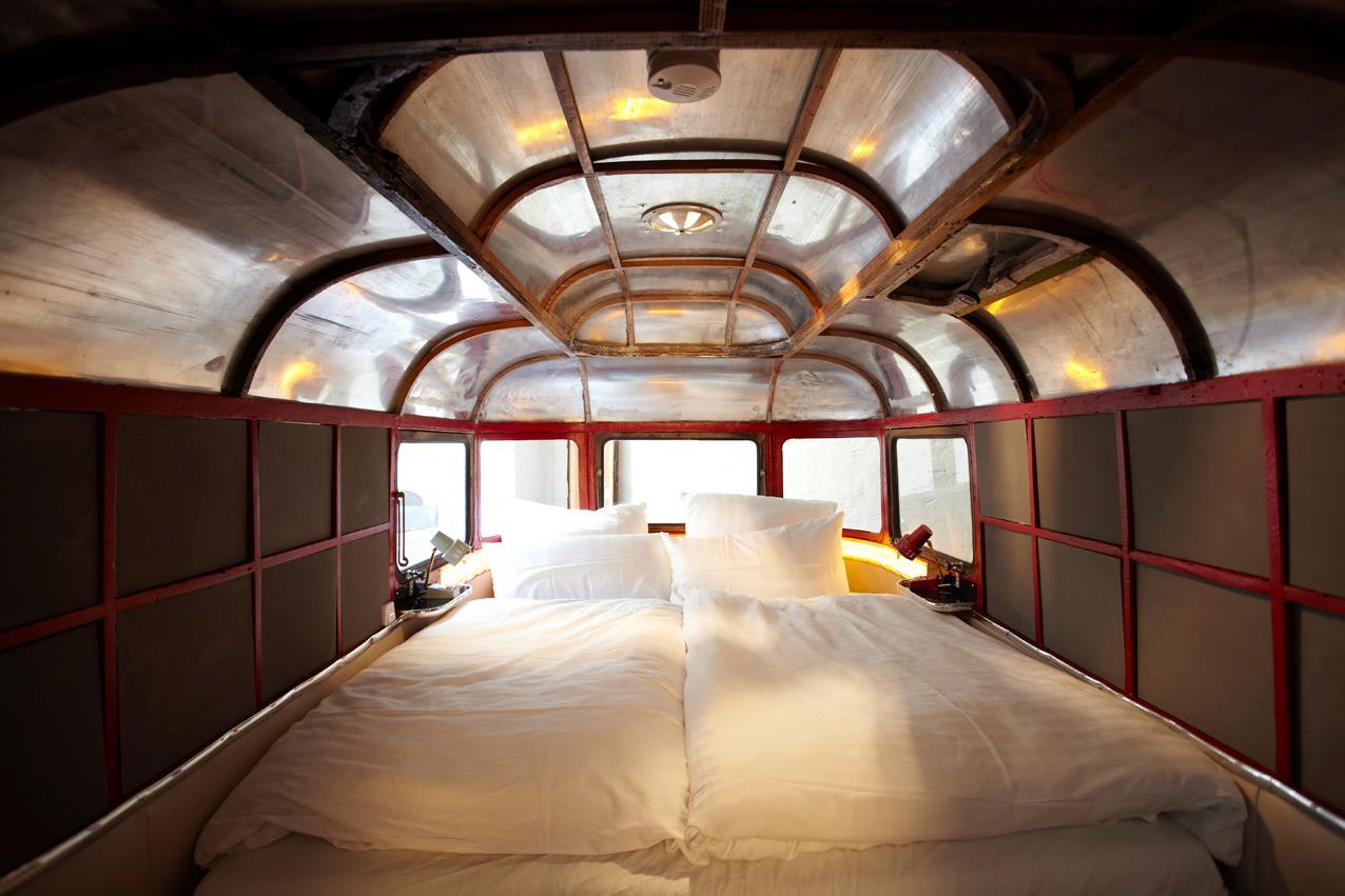 Самые необычные отели мира: кемпинг, воссозданный в помещении - Отель «Караван», Hüttenpalast, Берлин