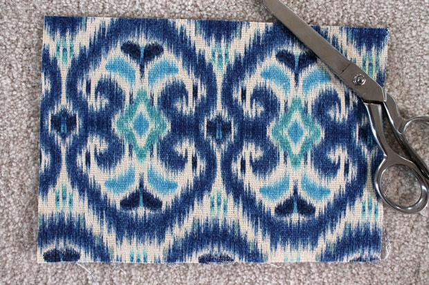 Вырежьте прямоугольник 25х18 см из жесткой ткани