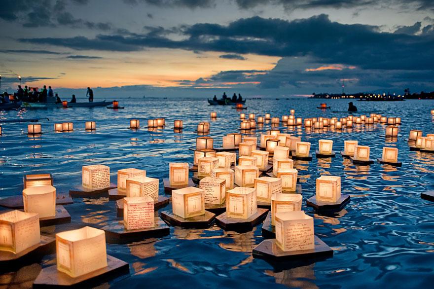 Фестиваль плавающих фонариков в Гонолулу, Гавайи