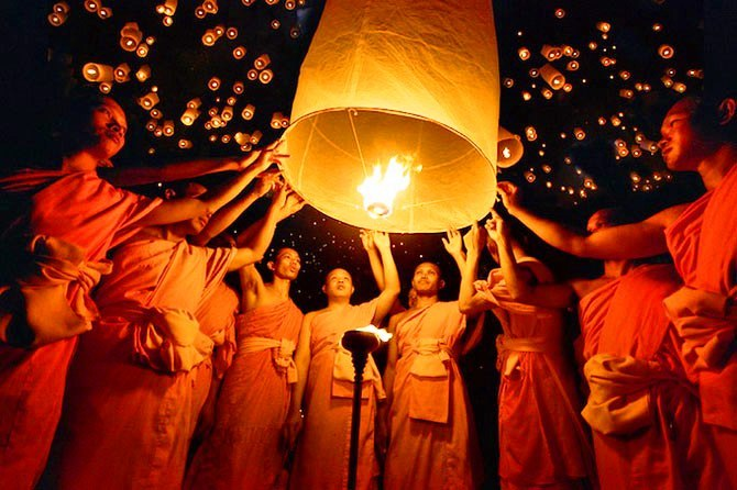 Фестиваль светящихся фонариков «Йи Пенг (Yi Peng)» в Тайланде
