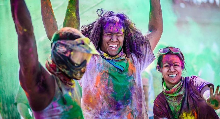 Знаменитый фестиваль красок «Холи» в Индии
