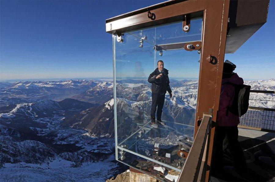 Самые страшные смотровые площадки мира: «Шаг в пустоту» с видом на Монблан в Альпах