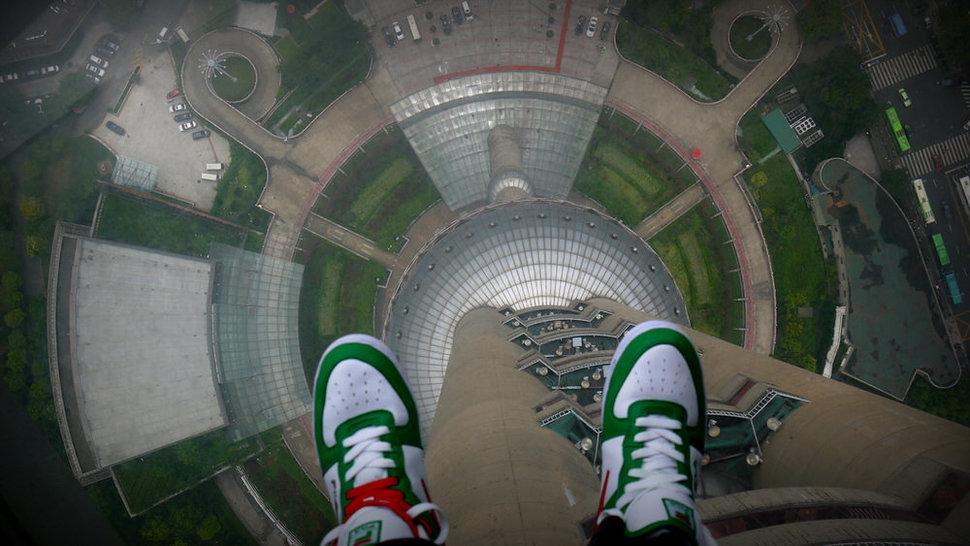 """Самые страшные смотровые площадки мира: """"Жемчужная башня"""", Китай"""